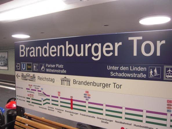 Tunnelbanestation vid Brandenburger Tor