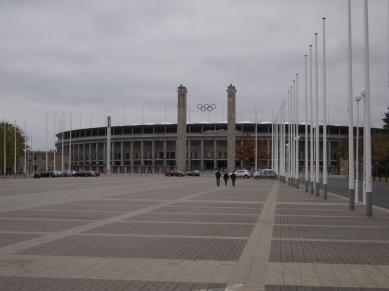 Olympiastadion sett från parkeringen