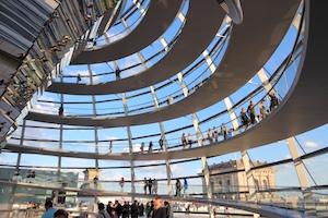 Bild inifrån kupolen i Berlins riksdagshus